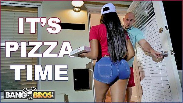 Fappening Morena Peituda Entrega Pizza e Fode com Cliente