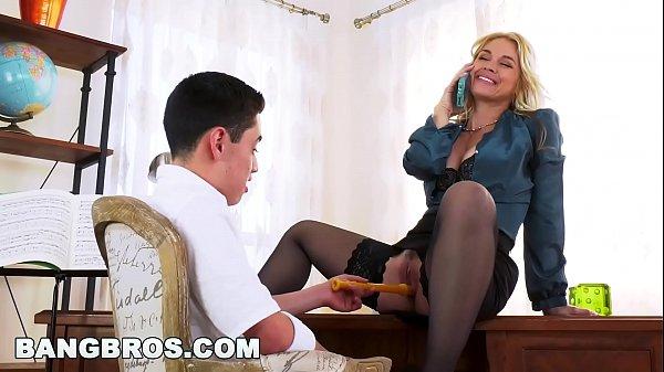 Porno Real Filho Comendo a Mãe Sarah Vandella