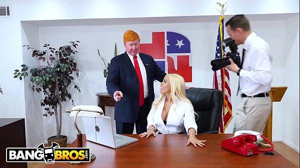 Pornosamba Sexo com a Secretaria do Presidente Trump