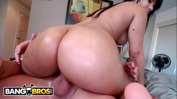 Rose Monroe Empurrando a Bucetona no Pinto PandaMovies